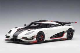 AUTOart KOENIGSEGG ONE : 1 (PEBBLE WHITE/CARBON BLACK /RED ACCENTS)